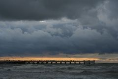 κοντά στο ηλιοβασίλεμα θάλασσας στοκ εικόνα με δικαίωμα ελεύθερης χρήσης