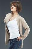 κοντή γυναίκα τριχώματος Πρότυπο πορτρέτο στούντιο ομορφιάς Στοκ Εικόνες