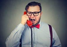 Κοντόχοντρο άτομο που μιλά στο τηλέφωνο Στοκ Εικόνα