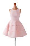 Κοντό φόρεμα σολομών με τις πτυχές Στοκ φωτογραφίες με δικαίωμα ελεύθερης χρήσης