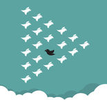 Κοπάδι των πουλιών που πετούν στον ουρανό, Στοκ φωτογραφίες με δικαίωμα ελεύθερης χρήσης