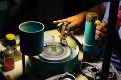 Κοπή διαμαντιών handcraft Στοκ φωτογραφία με δικαίωμα ελεύθερης χρήσης