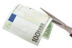 Κοπή του εκατό ευρο- τραπεζογραμματίου Στοκ φωτογραφία με δικαίωμα ελεύθερης χρήσης
