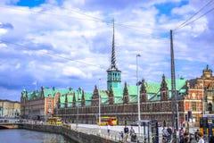 ΚΟΠΕΓΧΑΓΗ, ΔΑΝΙΑ: Børsen, το χρηματιστήριο που ενσωματώνεται 17ος αιώνας που βρίσκεται στο κέντρο της Κοπεγχάγης Στοκ εικόνες με δικαίωμα ελεύθερης χρήσης