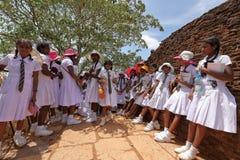 Κορίτσια από τη Σρι Λάνκα κατά τη διάρκεια του σχολικού ταξιδιού Στοκ Φωτογραφίες