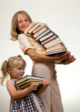 κορίτσια βιβλίων Στοκ φωτογραφίες με δικαίωμα ελεύθερης χρήσης