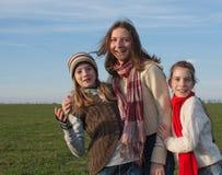κορίτσια γελώντας τρία Στοκ Φωτογραφίες