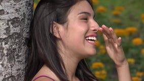Κορίτσια ευτυχίας και γέλιου και εφήβων απόθεμα βίντεο