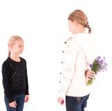 2 κορίτσια εφήβων σε ένα άσπρο υπόβαθρο Στοκ Εικόνα