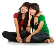 κορίτσια εφηβικά δύο καλύ& Στοκ Φωτογραφίες