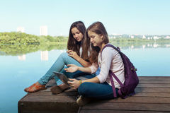 κορίτσια εφηβικά δύο Στοκ φωτογραφίες με δικαίωμα ελεύθερης χρήσης