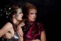 κορίτσια ζευγών παράξενα Στοκ φωτογραφίες με δικαίωμα ελεύθερης χρήσης