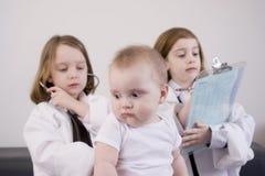 κορίτσια λίγο παιχνίδι Στοκ εικόνες με δικαίωμα ελεύθερης χρήσης