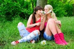 κορίτσια λουλουδιών Στοκ Φωτογραφίες