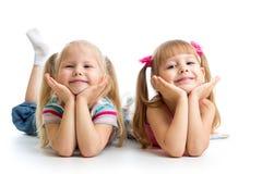 Κορίτσια παιδιών που βρίσκονται από κοινού Στοκ εικόνα με δικαίωμα ελεύθερης χρήσης