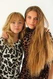 κορίτσια πανέμορφα δύο στοκ φωτογραφία με δικαίωμα ελεύθερης χρήσης