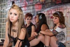 Κορίτσια που αγνοούν το νέο έφηβο Στοκ εικόνα με δικαίωμα ελεύθερης χρήσης