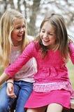 Κορίτσια που γελούν hysterically στοκ φωτογραφία