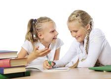 κορίτσια που μαθαίνουν &epsil στοκ φωτογραφίες