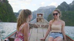 κορίτσια που μιλούν δύο απόθεμα βίντεο
