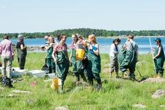 Κορίτσια στην εξόρμηση της βιολογίας Στοκ φωτογραφίες με δικαίωμα ελεύθερης χρήσης