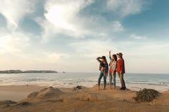 Κορίτσια στην παραλία Στοκ Εικόνες