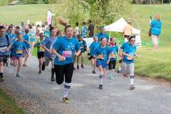 Κορίτσια στο τρέξιμο στοκ φωτογραφίες
