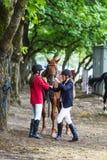 Κορίτσια τα jockeys και το άλογο Στοκ Εικόνα