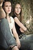 κορίτσια φίλων σύγκρουσ&eta Στοκ Φωτογραφία