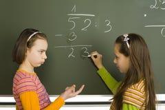 κορίτσια greenboard Στοκ Φωτογραφίες