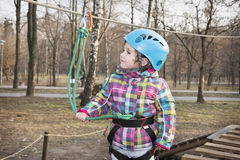 Κορίτσι άνοιξη στο τελεφερίκ Στοκ εικόνα με δικαίωμα ελεύθερης χρήσης