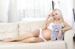 κορίτσι έγκυο Στοκ Φωτογραφία