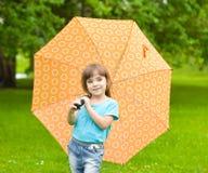 κορίτσι λίγη ομπρέλα ουράν Στοκ Φωτογραφίες