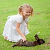 κορίτσι λίγο κουνέλι Στοκ εικόνα με δικαίωμα ελεύθερης χρήσης