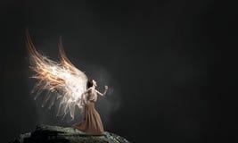 Κορίτσι αγγέλου στο φόρεμα Στοκ Φωτογραφία