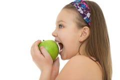 κορίτσι δαγκωμάτων μήλων Στοκ Εικόνα