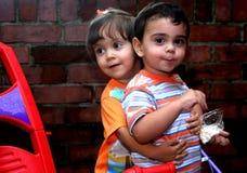 κορίτσι αγοριών στοκ εικόνα με δικαίωμα ελεύθερης χρήσης
