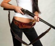 Κορίτσι ακτών με ένα πυροβόλο όπλο 1 Στοκ εικόνα με δικαίωμα ελεύθερης χρήσης