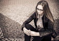 κορίτσι ανασκόπησης που θέτει το ύδωρ Στοκ φωτογραφία με δικαίωμα ελεύθερης χρήσης