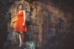 κορίτσι ανασκόπησης που θέτει το ύδωρ Στοκ εικόνα με δικαίωμα ελεύθερης χρήσης