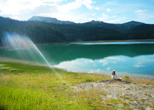 κορίτσι από τη λίμνη Στοκ φωτογραφία με δικαίωμα ελεύθερης χρήσης