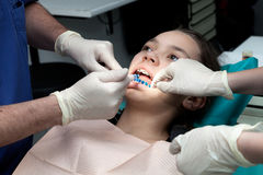 Κορίτσι από τον οδοντίατρό της Στοκ Φωτογραφίες
