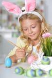 κορίτσι αυγών Πάσχας λίγη &zeta Στοκ Εικόνες