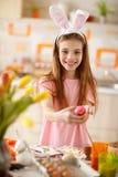 κορίτσι αυγών Πάσχας Στοκ εικόνα με δικαίωμα ελεύθερης χρήσης