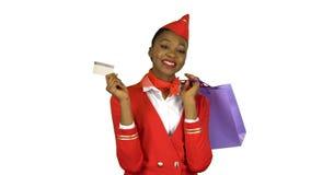 Κορίτσι αφροαμερικάνων που κρατά μια πιστωτική κάρτα και τις συσκευασίες Άλφα κανάλι απόθεμα βίντεο