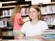 κορίτσι βιβλίων εφηβικό Στοκ φωτογραφία με δικαίωμα ελεύθερης χρήσης