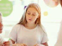 κορίτσι βιβλίων εφηβικό Στοκ Εικόνες