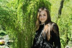 Κορίτσι Βικτώρια στον κήπο Στοκ Εικόνες