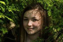 Κορίτσι Βικτώρια στον κήπο Στοκ Φωτογραφία