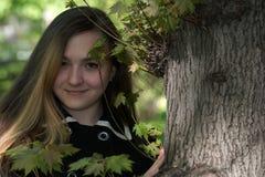 Κορίτσι Βικτώρια στον κήπο Στοκ Φωτογραφίες